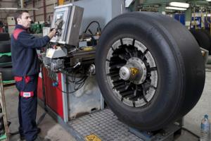 recauchutando neumáticos